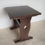 二つ脚テーブル