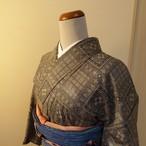 村山大島紬 グレーの織り模様