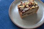 桜小豆とシナモンのクランブルケーキ、苺の生おからケーキ、クッキーの詰め合わせ