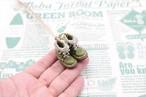 小さな革ブーツのネックレス|グリーンティー裏地付