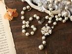 ワイヤーの花モチーフとバロック・ガラスパールのネックレス(ネック部分までバロックパールタイプ) ヴィンテージ・スタイル