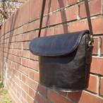 革のショルダーバッグ ブラック