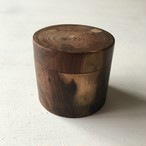 トゥイヤの木の小さな入れ物