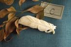 【C】鹿骨彫刻のブローチ(羽根)