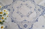 【アオのセカイ】繊細な青糸のロカイユ模様 手刺繍 テーブルクロス /ヴィンテージ・ドイツ