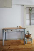 手作りの北欧色の机(グレイ)