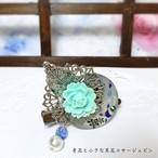 【再販】 青花と小さな黒花のコサージュピン 淡いブルー系