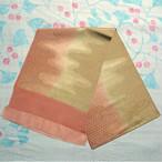 朱鷺色と茅色のぼかしに金箔の籠目模様 帯揚げ
