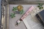 【卒入学祝い】刺繍のリールストラップ・ピンク×かすみ草