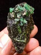 8) エメラルド原石