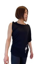 【YKG】ストラップ袖デザイントップス【ブラック】【新作】イタリアンウェア【送料無料】《W》