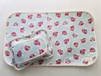 おむつ替えシートと布製のおしりふきケースお揃いセット・水色花柄