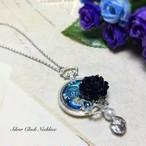銀時計と黒花のネックレス