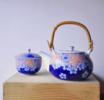 【さくら舞う急須&湯呑み茶碗2点セット】 有田焼 胡窯造
