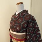 村山大島紬 黒地に赤の花模様 袷の着物