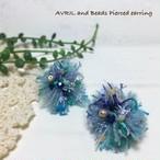 アヴリルの糸とビーズのピアス(ブルー)