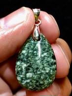 4) 「遠野の石」ペンダント