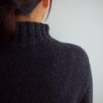 【予約販売】手編み機で編んだカシミヤ糸(NO.4)のセーターsize03(CAA-923)