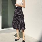 綺麗に裾が広がる☆夏向きレトロで大きな花柄のミディアム丈スカート