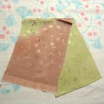 渋めのピンクと緑のぼかしに草花の織り 帯揚げ