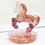 馬型 ローズクォーツ&ガーネット&ピンクトルマリン オルゴナイト 置物 財運をもたらす馬モチーフ