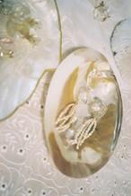 巻貝とガラスパーツ