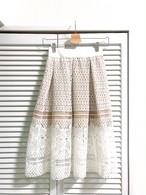ウエスト総ゴムのホワイトレーススカート