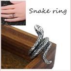 シルバー  蛇 指輪 スパイラル へび スネーク レトロ ヴィンテージ風 アンティーク   ヘビ リング roi1