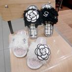 ルームシューズ スリッパ フラワー カメリア カジュアル 黒 ブラック 白 ホワイト おしゃれ シューズ 韓国 韓国ファッション オルチャン オルチャンファッション P573