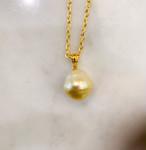 福! 横長の壺のようなユニークな形の南洋真珠のペンダント