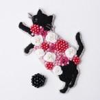 手刺繍シール ししゅール「花まとうネコ-立ち BK」刺繍ステッカー スマホ 花刺繍 猫刺繍 ワッペン