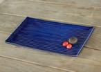 瑠璃色の陶器の板皿(鎬)