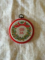 北欧 スウェーデン クリスマス刺繍飾り 丸額入り ヴィンテージ