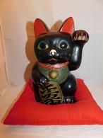 特大陶器黒招き猫 (左手) pottery beekoning cat(No18)