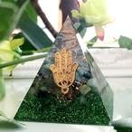 [受注製作] ピラミッド型Ⅱ エメラルド&ペリドットオルゴナイト ハムサ入り 恋愛成就 ポジティブ 無条件の愛