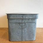 古いトタン缶 M