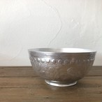 インド伝統唐草エンボスのアルミ小物入れ  直径:約11.5cm