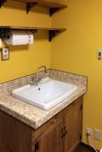 ブラウンマーブル モザイクタイルの洗面台