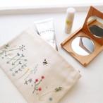 草花の刺繍ポーチ