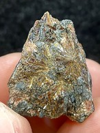 1) アストロフィライト原石