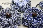 手編み しっかりボリュームお花のヘアゴム(青)
