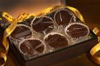 口の中に入れた瞬間、カカオの香り豊かなチョコレートがとろけだす。 ニコラシャール特製とろけるフォンダンショコラ。