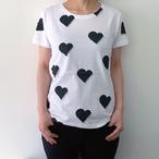 2色展開【Tシャツ】オリジナルデザイン「総柄ハートピアノTシャツ」