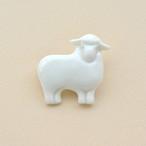 白磁の羊ブローチ