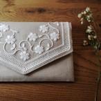 刺繍のキット 白い花のポーチ(大きめ)