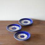 コバルトブルーと三色の水玉の3寸皿