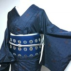USED 紬 袷 紺色ベースに菱文の花 織出し シャイニーで緻密な絣模様 身丈160
