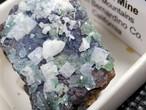 カリフォルニア産  含銅アダム鉱 カルサイト 8,6g ADM004 天然石 鉱物 標本 原石