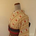 正絹紬 ベージュに赤い花の小紋 袷の着物