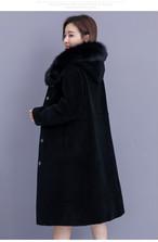 ☆大き目狐のファーフード付き☆暖かなそうな長袖ひざ下丈シープシアーコート